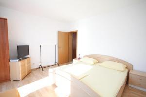 Apartment Slatine 7544b, Apartmanok  Slatine - big - 7