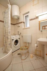 Apartment Slatine 7544b, Apartmanok  Slatine - big - 6