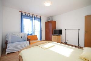 Apartment Slatine 7544b, Apartmanok  Slatine - big - 10