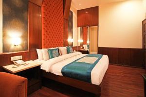 Hotel Aura, Отели  Нью-Дели - big - 58