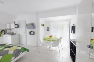 TópART Apartman and Home, Holiday homes  Balatonfenyves - big - 26