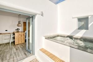 Portes Suites & Villas Mykonos, Aparthotels  Glastros - big - 44