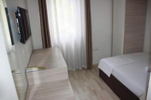 Living Hotel, Hotely  Tirana - big - 19