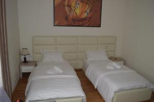 Living Hotel, Hotels  Tirana - big - 17