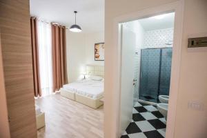 Living Hotel, Hotels  Tirana - big - 11