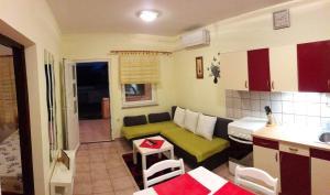 Apartment Povljana 11516a