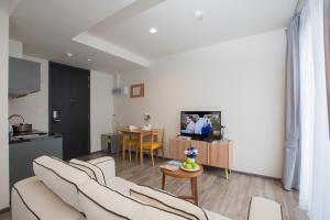 The Deck Condo Patong by VIP, Apartmány  Patong - big - 19