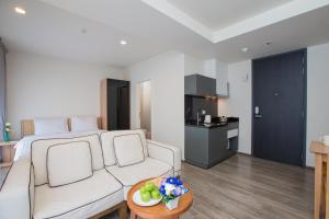 The Deck Condo Patong by VIP, Apartmány  Patong - big - 18