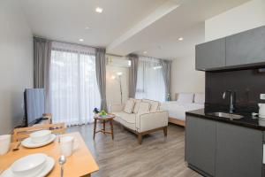 The Deck Condo Patong by VIP, Apartmány  Patong - big - 17