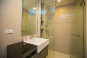 The Deck Condo Patong by VIP, Apartmány  Patong - big - 14