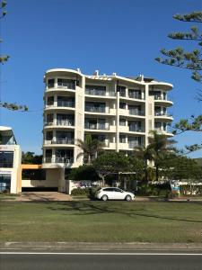 Meridian Alex Beach Apartments