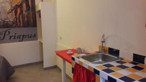 Pompei Room 1 - AbcAlberghi.com