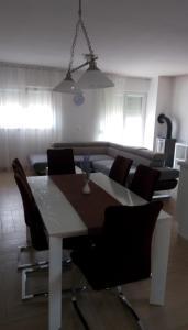 Apartment Sure, Apartmanok  Sveti Filip i Jakov - big - 2