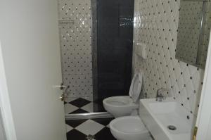 Living Hotel, Hotels  Tirana - big - 9