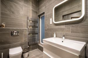 BpR Apáczai Street Design Apartment, Apartmány  Budapešť - big - 40
