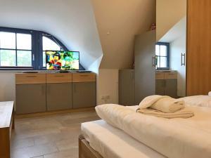 Glowe Ferienhaus Zur Pirateneiche, Holiday homes  Klein Gelm - big - 11