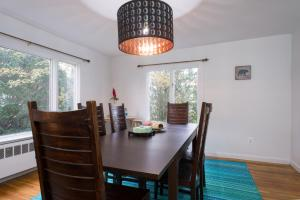 AWESOME and BIG 4Bedroom HOUSE! 2.5fullBath+3Parking