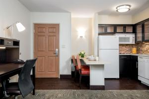 Staybridge Suites Chantilly Dulles Airport, Hotely  Chantilly - big - 3
