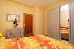 Apartment Novi Vinodolski 5488a, Apartmány  Novi Vinodolski - big - 12