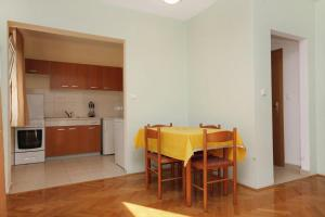 Apartment Slatine 5999b, Apartmány  Slatine - big - 10
