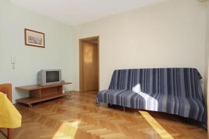 Apartment Slatine 5999b, Ferienwohnungen  Slatine - big - 9