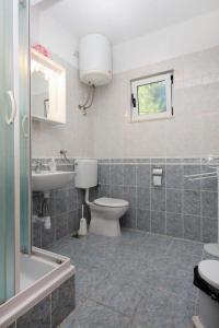 Apartment Slatine 5999a, Apartmány  Slatine - big - 9