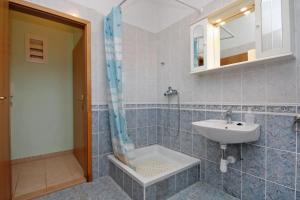 Apartment Slatine 5999c, Apartmanok  Slatine - big - 9
