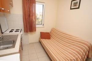 Apartment Slatine 5999a, Apartmány  Slatine - big - 8