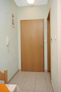 Apartment Slatine 5999a, Apartmány  Slatine - big - 7