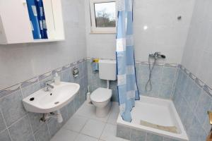 Apartment Slatine 5999b, Apartmány  Slatine - big - 7