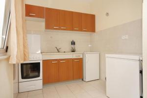 Apartment Slatine 5999b, Apartmány  Slatine - big - 5