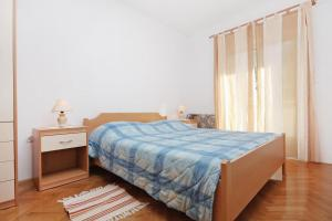 Apartment Slatine 5999b, Apartmány  Slatine - big - 4