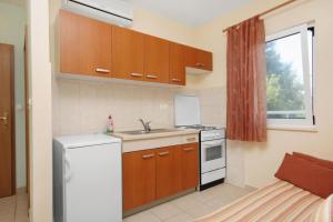Apartment Slatine 5999a, Apartmány  Slatine - big - 5