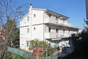 Apartment Slatine 5999a, Apartmány  Slatine - big - 17