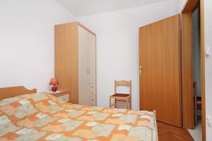 Apartment Slatine 5999a, Apartmány  Slatine - big - 3