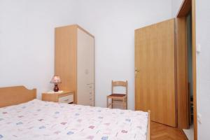 Apartment Slatine 5999c, Apartmány  Slatine - big - 5