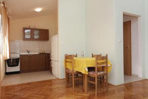 Apartment Slatine 5999d, Apartments  Slatine - big - 7