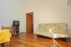 Apartment Slatine 5999d, Apartments  Slatine - big - 9