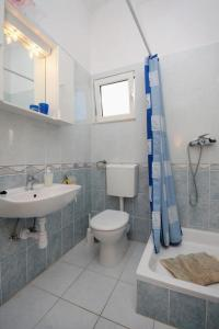 Apartment Slatine 5999d, Apartments  Slatine - big - 11