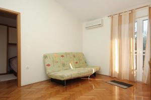 Apartment Slatine 5999d, Apartments  Slatine - big - 12