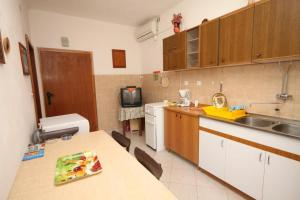 Apartment Slatine 7585b, Apartmanok  Slatine - big - 8