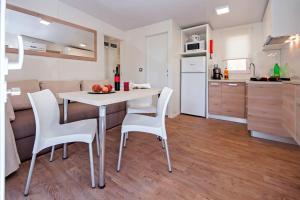Campsite Porton Biondi Mobile Homes Mediteran, Ferienparks  Rovinj - big - 68