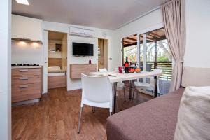 Campsite Porton Biondi Mobile Homes Mediteran, Ferienparks  Rovinj - big - 63