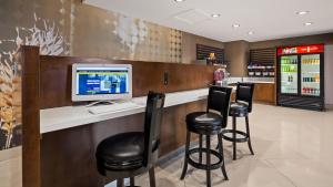 Best Western Premier Milwaukee-Brookfield Hotel & Suites, Отели  Brookfield - big - 23