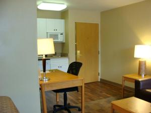 Deluxe Studio with 2 Double Beds - Non Smoking - Disability Access