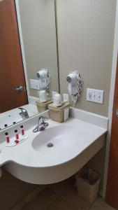 Superior Queen Suite with Spa Bath -Non-Smoking