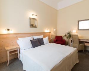 Unitas Hotel (1 of 25)