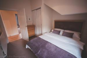 Stylish and Spacious two bed in Aberdeen's West End, Apartmanok  Aberdeen - big - 2