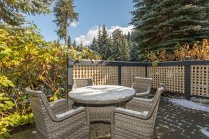 Charming Snowberry Villa - Apartment - Whistler Blackcomb
