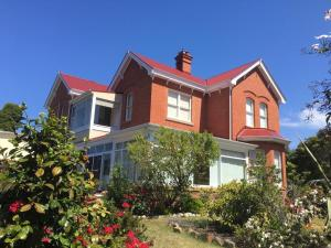 Meriam Bed and Breakfast and Explore Tasmania with Meriambb, Bed & Breakfast  Hobart - big - 1